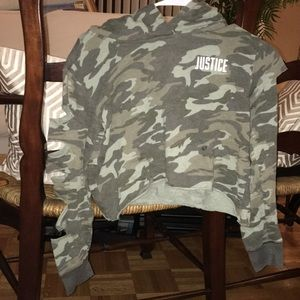 camo skit armed crop top